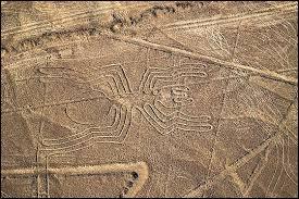 Que trouve-t-on dans le désert de Nazca au Pérou ?
