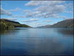 Dans quel pays peut-on admirer le lac du Loch Ness ?