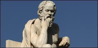 Quel philosophe affirme que Socrate définit le rêve comme un lieu où les désirs honteux, réprimés le jour, se réalisent ?