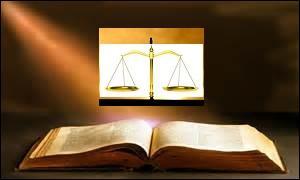 Lors du pesage, à quelle condition la femme accusée de sorcellerie échappait-elle à la condamnation en sorcellerie et au supplice ?