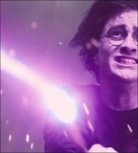 À égalité. Pourquoi Harry finit-il par l'emporter ? Le duel était-il truqué ?