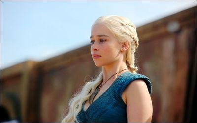 Comment surnomme-t-on Daenerys Targaryen ?