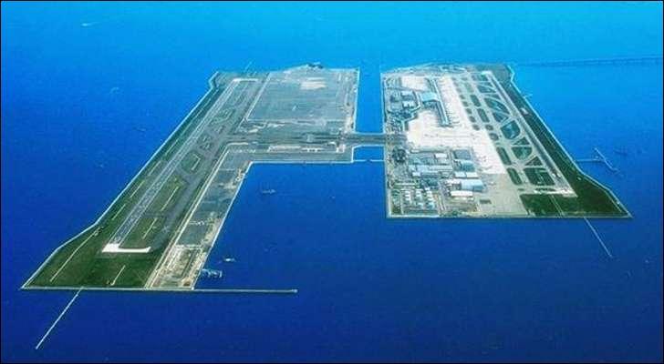 Voici un bel aéroport, tout neuf, sur une mer bleue mais absolument pas calme (tremblements de terre, typhons, tsunamis…). Où est-ce ?