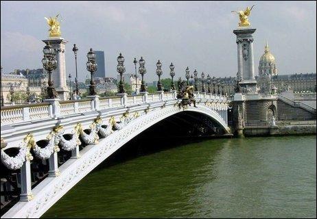 Paris compte 37 ponts au-dessus de la Seine. En voici un, il s'appelle