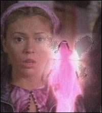Devant Phoebe se trouve :