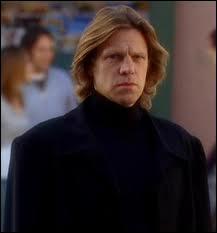Cet homme vêtu de noir est :