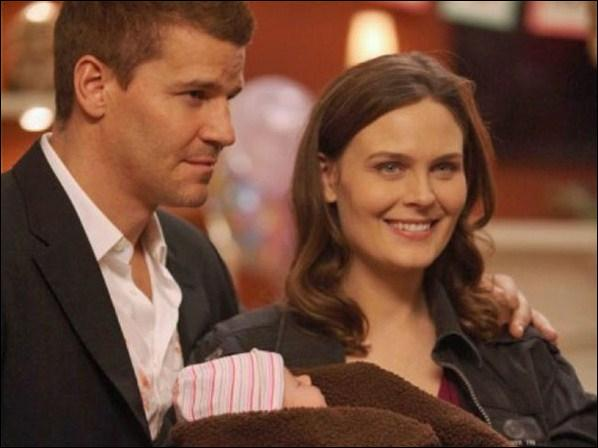 Bones est enceinte d'une fille qu'elle appellera Christine Angela. Mais dans quelle saison ?