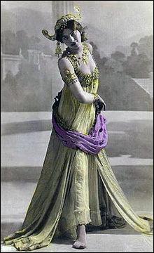 Mata Hari, de son vrai nom Margaretha Geertruida « Grietje » Zelle, est une danseuse et courtisane qui fut fusillée pour espionnage durant :
