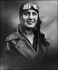 Qui est cette aviatrice française ayant établi plusieurs records, dont celui de la traversée féminine de l'Atlantique Sud en 12 heures 5 minutes ?
