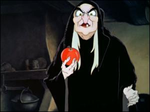 Dans Blanche-Neige, la belle-mère sorcière de l'héroïne va sérieusement morfler. Disney a vraiment mis le paquet, pour la première mort d'un de ses méchants. C'est parti.