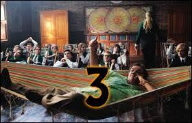 3 - Quelle matière enseigne la personne ayant dit : « Bonjour l'ambiance ! Ici, on est soit sourd soit handicapé ! » ?