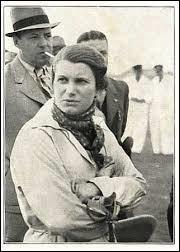 Hélène Boucher, surnommée « Léno », était une aventurière et une pionnière dans son domaine. Elle s'y tua tragiquement en 1934 à l'âge de vingt-six ans. Quel était ce domaine ?