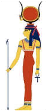 Dans la mythologie égyptienne, quel est le nom de la déesse de l'amour, la beauté, la musique, la maternité et de la joie ?