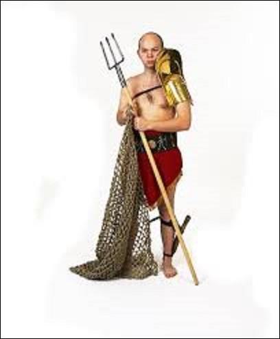 Dans les jeux du cirque romain, comment appelait-on un gladiateur combattant avec un filet, un trident (d'une longueur allant de 1.60m à 1.70m), et d'un poignard ?