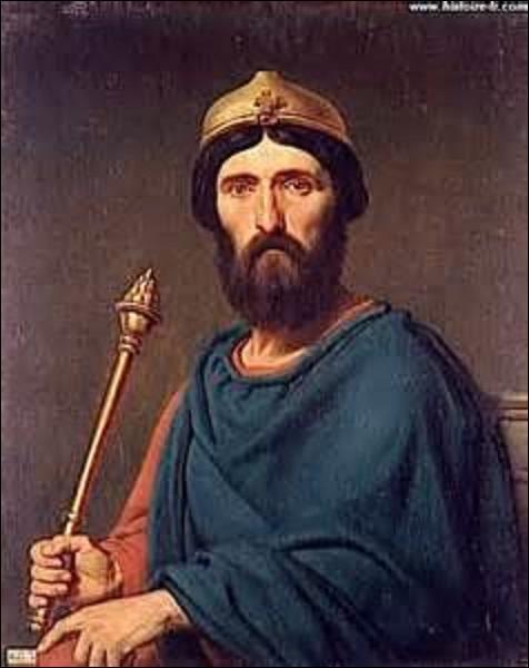 Quel est le surnom du roi de France Louis IV (né aux environs de 920, mort en 954) ?