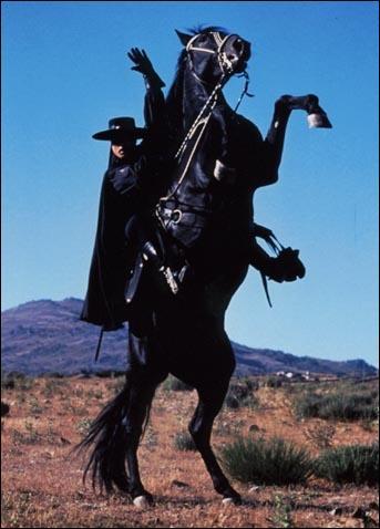 Je porte un masque noir et une cape. J'ai une épée et je combats l'injustice. Je m'appelle...