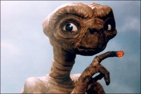 Je suis un petit extraterrestre qui veut rentrer à la maison. Comment m'appelle-t-on dans le film ?