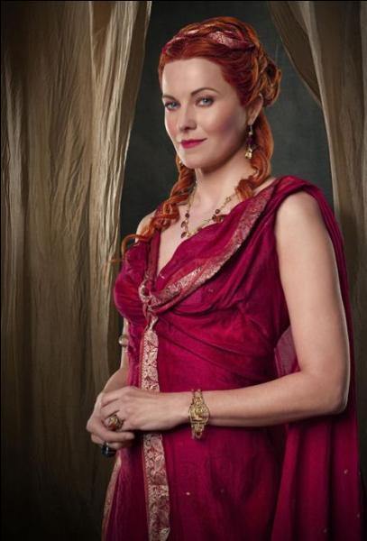"""Dans la série """"Spartacus"""", Lucy Lawless joue le rôle de Lucretia. Dans quelle série des années 90 a-t-on pu la découvrir ?"""