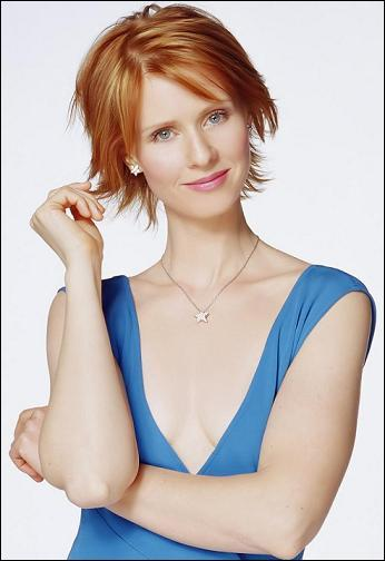 """Quelle actrice incarne l'avocate Miranda Hobbes dans la série """"Sex and the City"""" ?"""