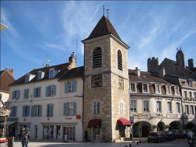 """Visitez la """"Maison de la Vache qui Rit"""" puis, avec quelques portions en poche, découvrez les salines et la tour de l'Horloge de cette ville du Jura !"""