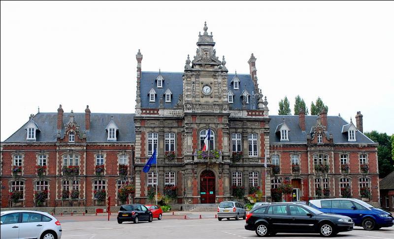 """Cette commune du Pas-de-Calais est célèbre pour sa verrerie-cristallerie, premier constructeur de verrerie de table. Où est installée l'entreprise """"Arc International"""", nouveau nom de la verrerie dans les années 2000 ?"""