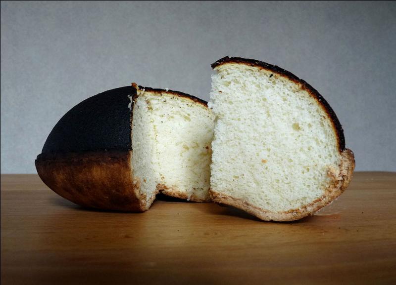 Le tourteau fromager est une pâtisserie bretonne à base de fromage de chèvre frais.