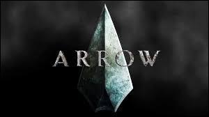 "Quel super-héros apparaît dans ""Arrow"" ?"