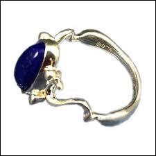 À qui appartient ce bijou ?