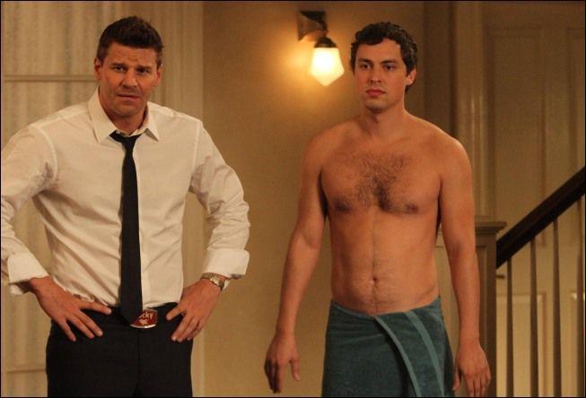 Dans quelle saison Sweets emménage-t-il avec Booth et Brennan ?