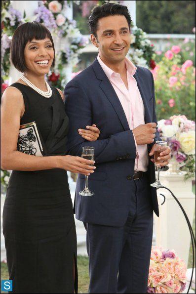 Dans quelle saison Camille et Arastoo sortent-ils ensemble ?
