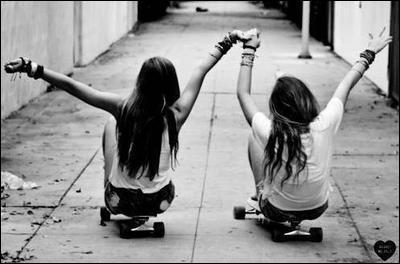 Choisissez entre Ses / Ces / C'est - ___ filles sont ___ meilleures amies, ____ un grand plaisir de pouvoir faire leur connaissance.