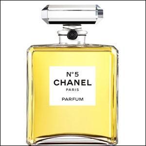 De Marilyn Monroe en passant par Catherine Deneuve, Nicole Kidmann... dans cet univers féminin, il y a pourtant un homme qui, en 2012, a été l'ambassadeur de la fragrance iconique Chanel N° 5. D'après vous A ou B ?