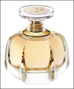 Parfum fascinant en flacon de cristal couronné d'un bouchon élégant, doté de quatre hirondelles emblème de la maison. A qui revient cet emblème prestigieux ?