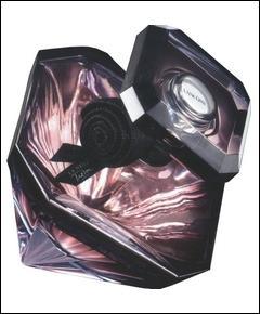 Quelle est cette fragrance incontournable dont l'égérie de la maison Lancôme n'est autre que Pénélope Cruz et qui depuis 1990 est le maillon fort de la marque ?
