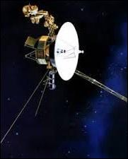 Quelle sonde spatiale lancée en 1977 est devenue la première création humaine à quitter la zone d'influence du soleil ?