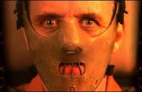 Hannibal Lecter ne ressemble pas aux vilains évoqués précédemment. Lui, il est cannibale et dévore avec plaisir ses victimes. Il est né en 1933, en Lituanie. Il retrouvera les assassins de sa jeune sœur, et les mangera vivants. Connu comme psychopathe, il étudia pour devenir un spécialiste des tueurs. Lequel de ces actes est réellement de lui ?