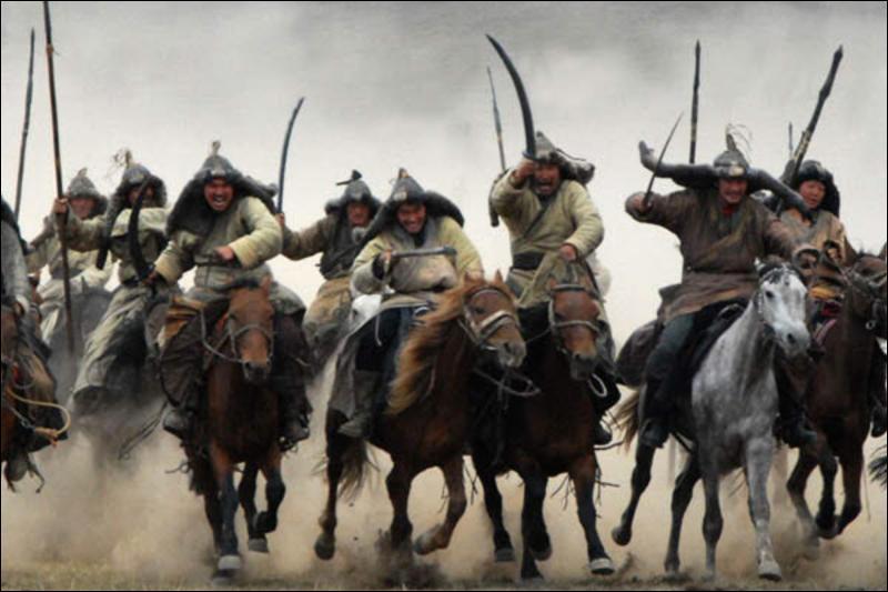 Quel chef militaire fut le fondateur de l'Empire mongol ?