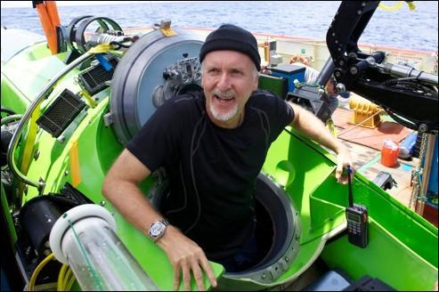 James Cameron, célèbre réalisateur américain (Titanic, Avatar, entre autres), est le premier être humain à être descendu en solo jusqu'au fond de la fosse des Mariannes (10898 mètres) !
