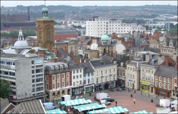 Northampton est une ville d'un peu moins de 200 000 habitants, arrosée par la rivière Nene. Dans quel pays se trouve-t-elle ?