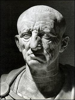 """Qui est ce sénateur ? Symbole de la vertu romaine, il acheva tous ses discours par le célèbre """" Delanda est Cartago """", il faut détruire Carthage."""