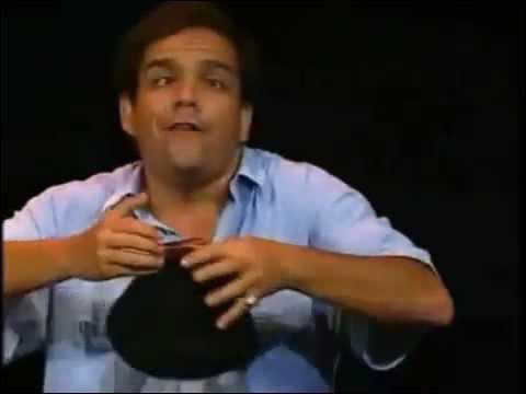 Je me présente : Je m'appelle Edmond de Char d'Acier, je suis comédien professionnel !