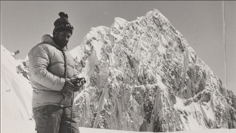 Le PGHM (Gendarmerie de Haute Montagne) a été créé, suite à un drame survenu en 1956 alors que 2 touristes, partis faire l'ascension du Mont Blanc, se sont retrouvés bloqués sur un sérac dans la tempête. Quel grand alpiniste chamoniard, (compagnon de cordée de Lachenal et Herzog dans l'Annapurna), organisa une caravane de secours ?