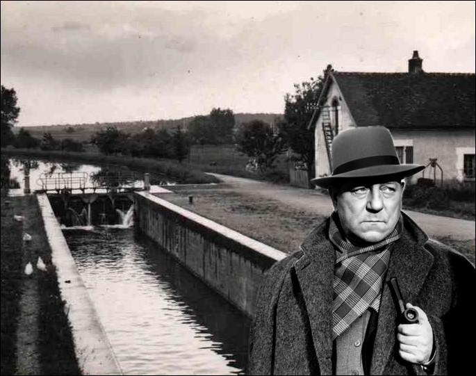 Dans cette intrigue se déroulant principalement sur les bords de la Seine entre Paris et Charenton, Maigret s'y prénomme Joseph et non Jules et est à six jours de sa retraite...