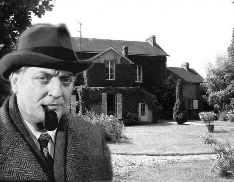 En disgrâce, Maigret est nommé commissaire à Luçon en Vendée. S'ennuyant dans cet exil depuis plusieurs mois, la découverte d'un cadavre au crane fracassé à l'Aiguillon va le sortir de sa routine...