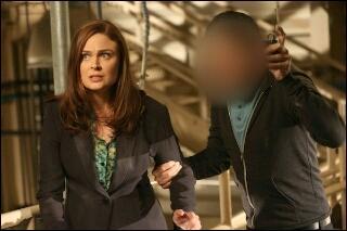 Et pour finir, qui est la personne à droite de Brennan ?