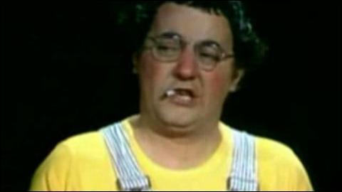 Je n'disais rien, je n'disais rien, mais que tu fumes du hakik, non ! Ta mère en a trouvé dans tes poches et tu nous enfumes les cabinets !