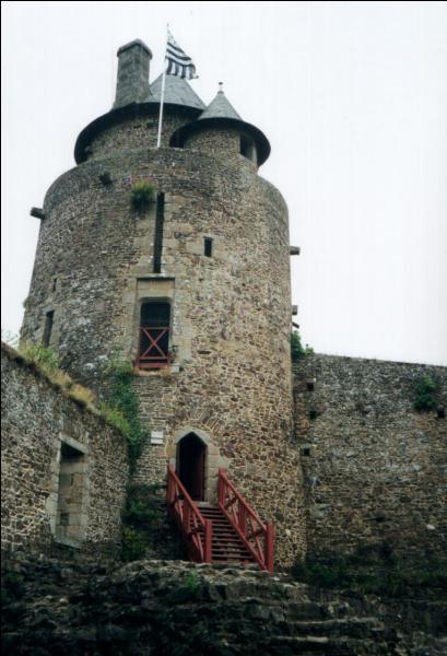 Mélusine, c'est la fée de Lusignan. C'est aussi le nom d'une des tours du château médiéval de cette ville forteresse vieille de mille ans, située en Ille-et-Vilaine. Quelle est cette ville bretonne ?