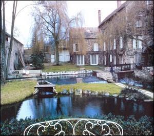 Quel est ce moulin, situé dans l'Essonne, qui perpétue le mythe de Claude François grâce à la folie et la passion d'un couple fan du chanteur ?