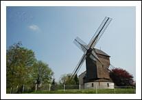 De cette colline, on peut voir la Défense jusqu'à la butte Montmartre. Où trouver en région parisienne, dans le Val-d'Oise, ce moulin à vent qui domine toute la partie nord-ouest de Paris ?
