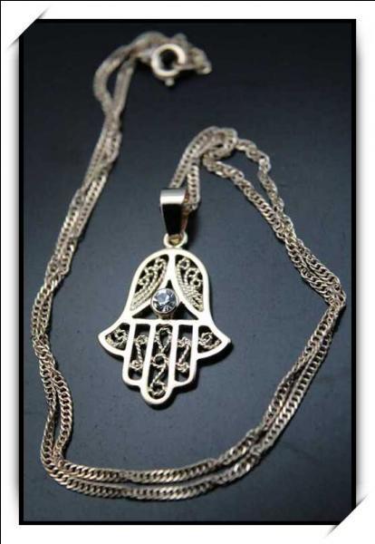 Comment se nomme cette amulette ?